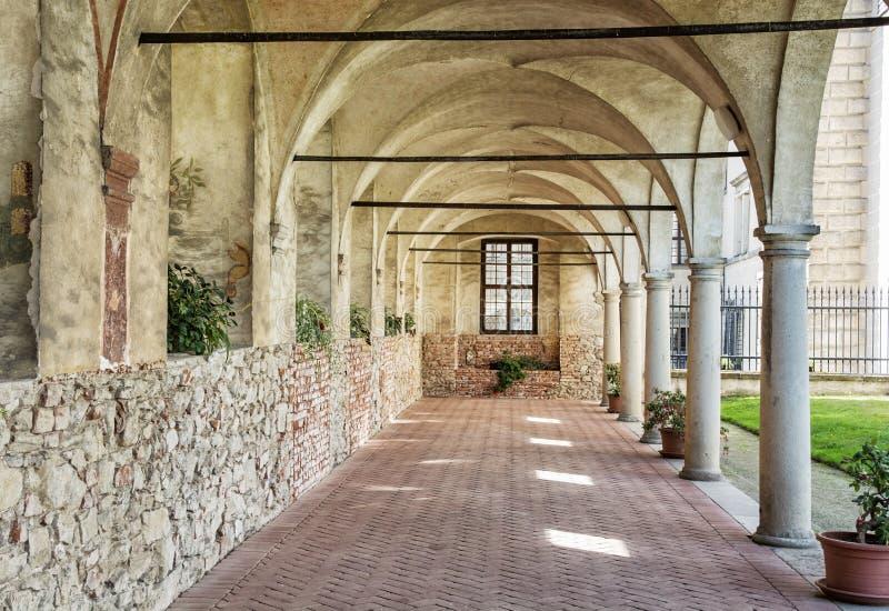 Couloir médiéval d'arcade au château de Telc, République Tchèque images libres de droits