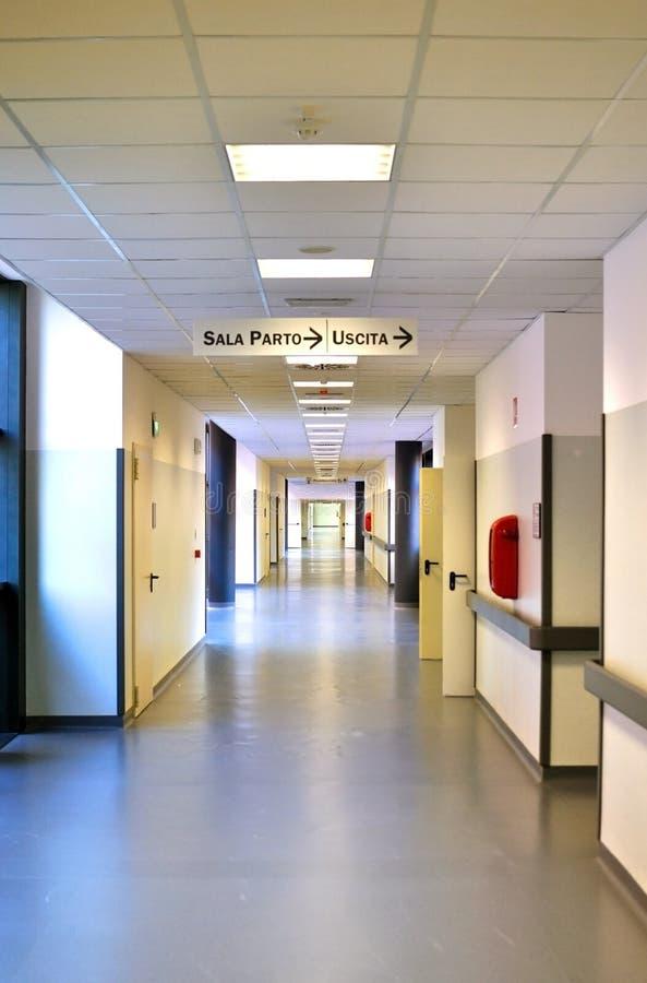 Couloir moderne d'hôpital en Italie photo libre de droits