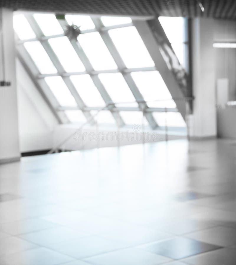 Couloir vide dans un immeuble de bureaux moderne photographie stock libre de droits