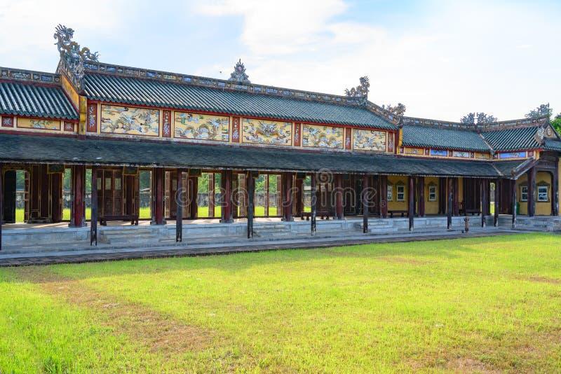 Couloirs couverts avec les volets ouverts à la citadelle Ville impériale Hue, dans le Cité interdite de Hue, le Vietnam images stock