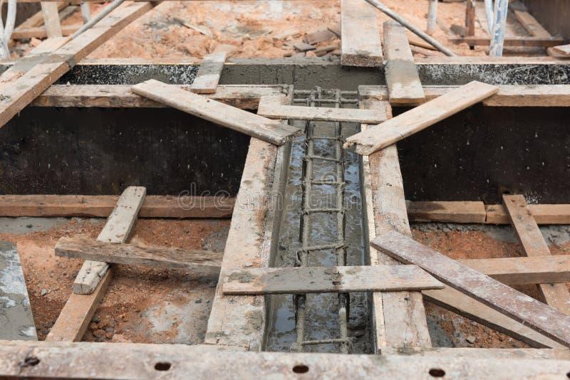 Counstructionplaats, het kader van het versterkingsmetaal voor het concrete gieten stock foto
