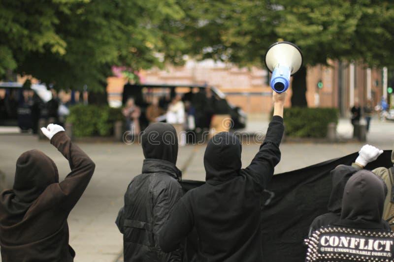 counterdemonstration dos Anti-muçulmanos foto de stock