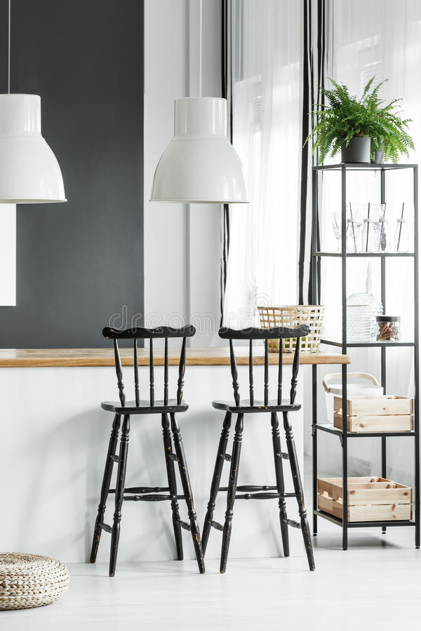 Countertop z białymi lampami zdjęcia stock