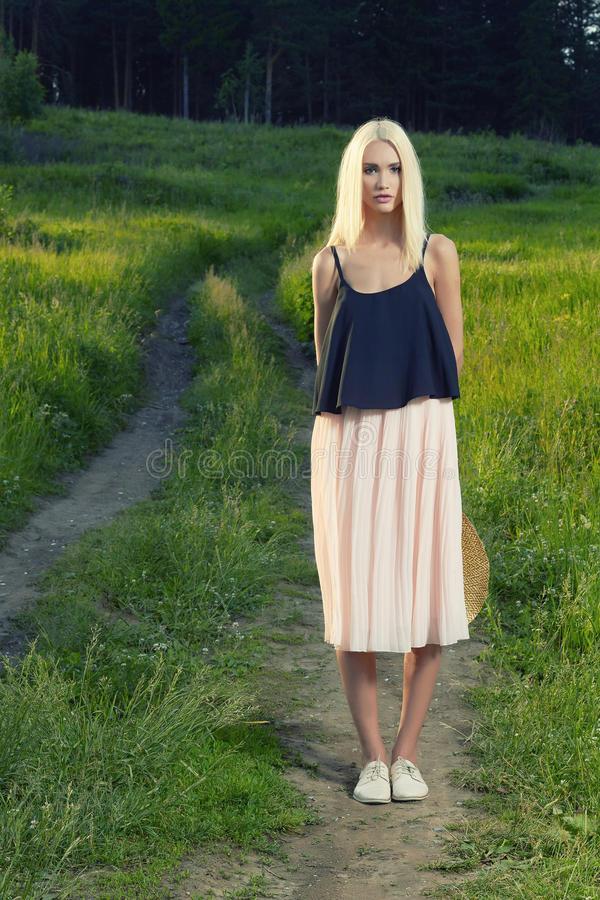 Bautiful Blond Teenage Girl Alone In The Woods — Stock