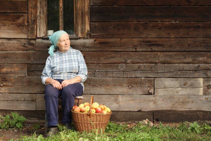 countrywomanåldring royaltyfria bilder