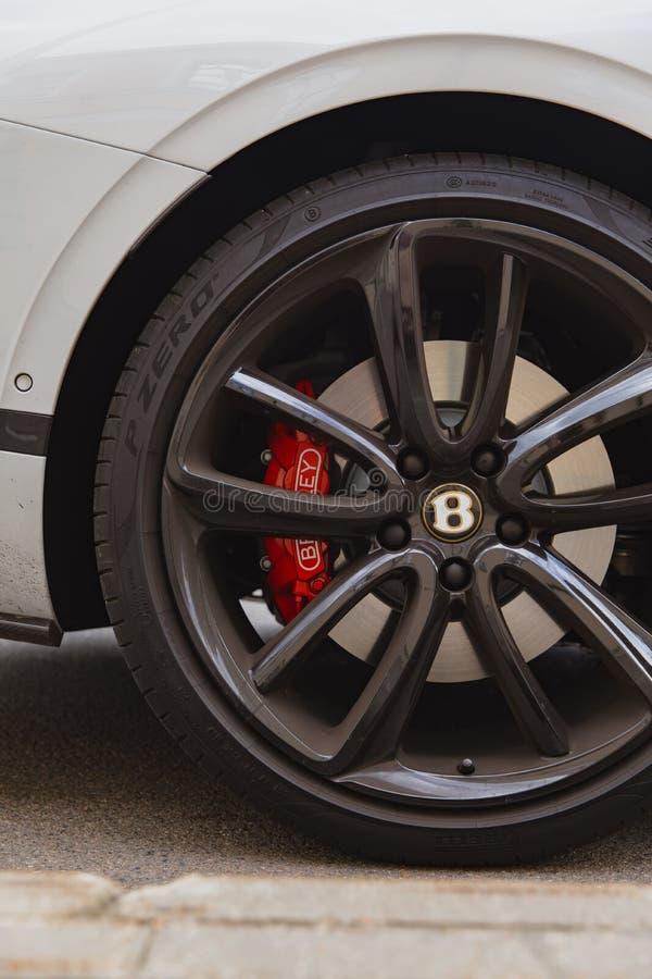 Coupé 2018 de luxe tout neuf blanc de Bentley Continental GT de chat de sport image stock