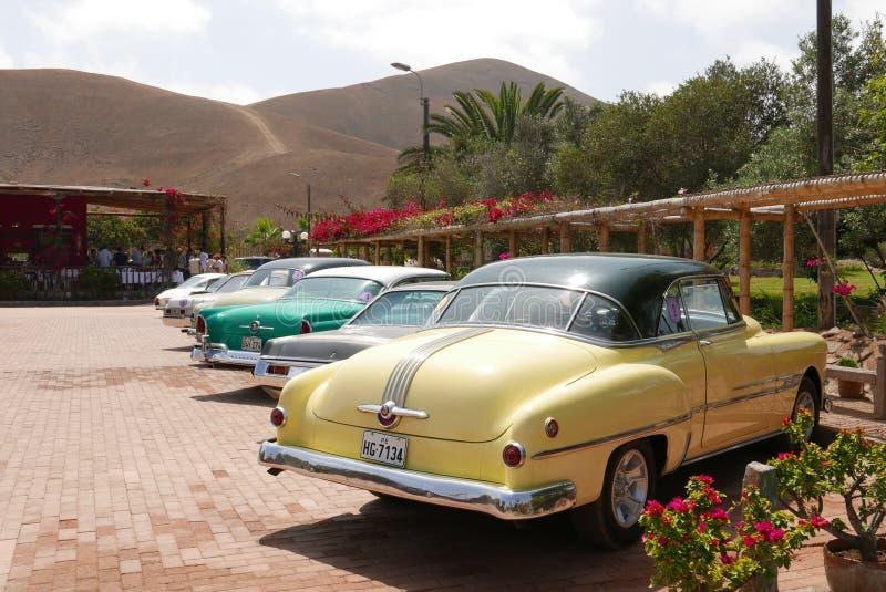 Coupé 1953 Pontiacs Catalina gezeigt in Lima stockfotos