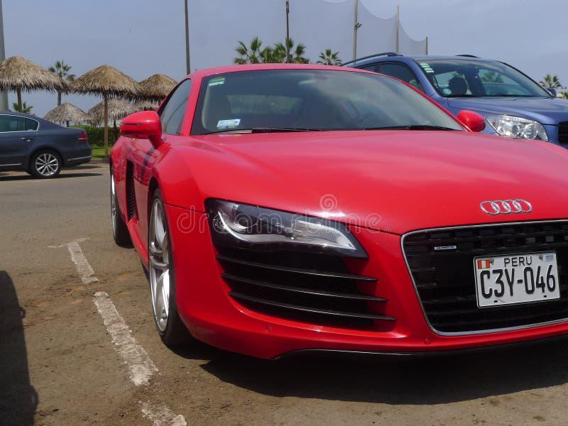 Coupé van Audi R8 V8 FSi van het rechterkant vooraanzicht de rode, Lima stock foto