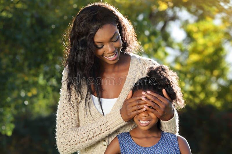Coup d'oeil de jeu d'amusement de famille photos libres de droits