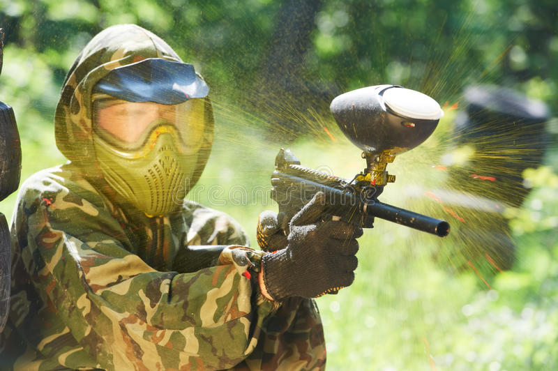 Coup direct de joueur de Paintball photo stock