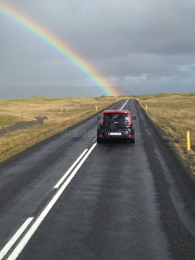 Coup long d'arc-en-ciel de Reykjavik Islande images libres de droits