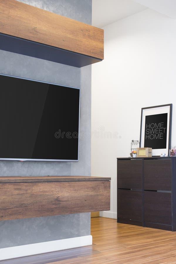 Coup mené de TV sur le mur de ciment avec les meubles en bois de coffret et le h photo stock