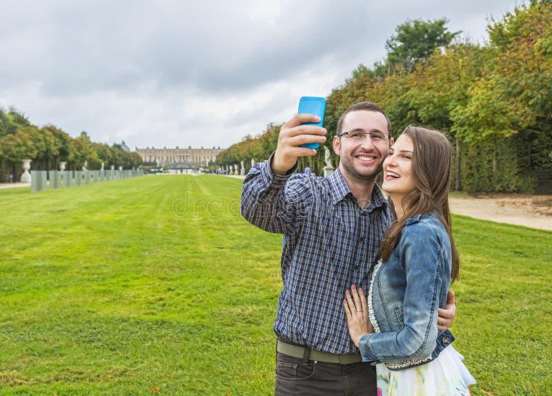 Coupe принимая Selfie стоковое изображение