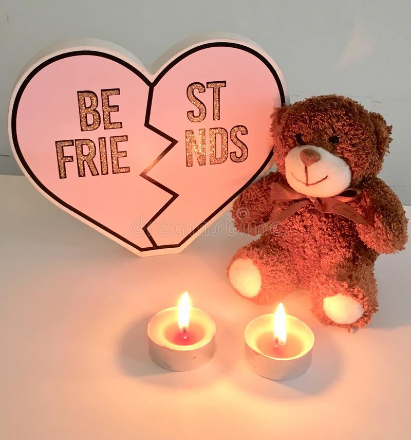 Coupe-circuit de coeur de meilleurs amis avec des lumières de nounours et de thé photo libre de droits