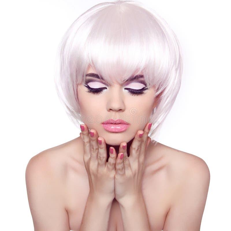 Coupe De Cheveux. Coiffure. Fermez-vous Vers Le Haut Du Portrait De La Belle Femme De Mode Photo ...