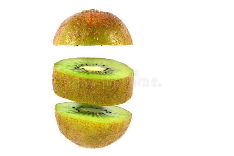 Coupe de kiwi dans les morceaux ronds d'isolement sur le blanc photos stock