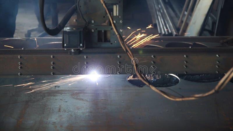 Coupe de machine industrielle de plasma de la plaque de métal clip Commande numérique par ordinateur mètre-bougie de plasma de pl photos stock