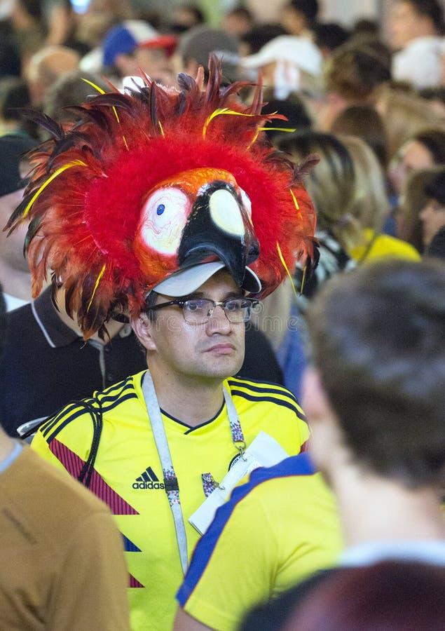 Coupe du monde 2018 Moscou la FIFA 2018 Émotions des passionés du football sur des rues de Moscou Un chapeau de port d'homme rega photo libre de droits