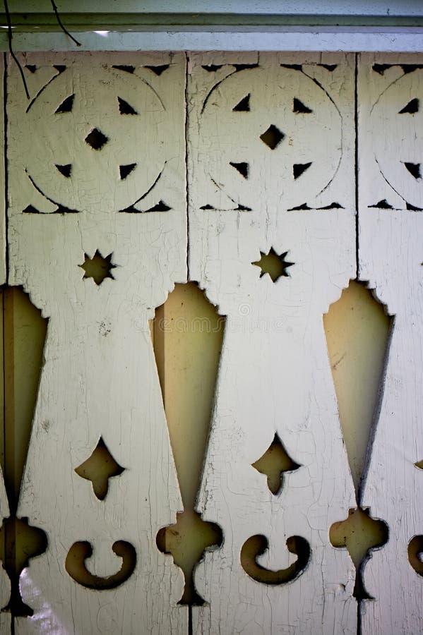 Coupe en bois Décoration de la hutte avec les tuiles en bois Architecture en bois photographie stock