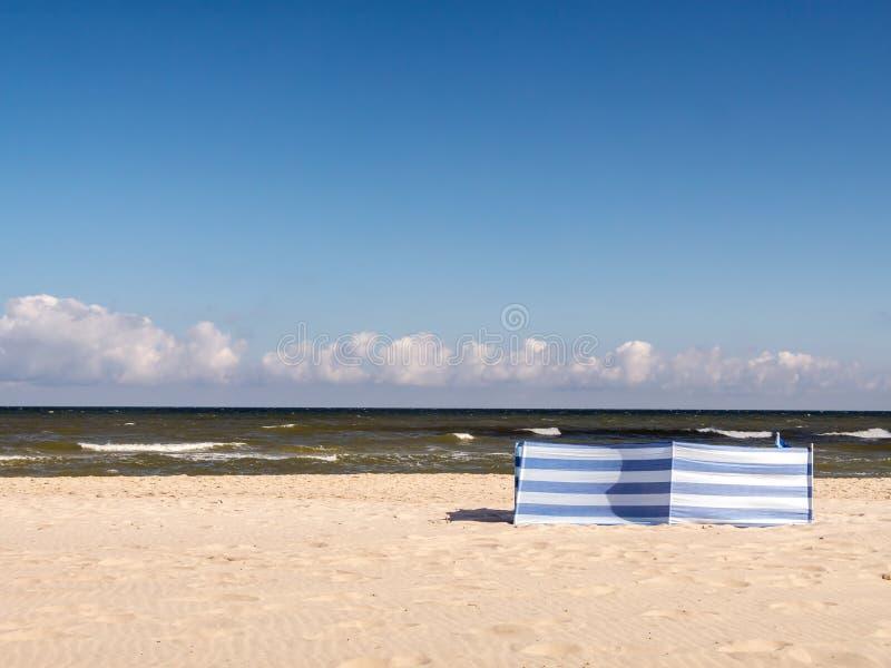 Coupe-vent à la plage photo libre de droits
