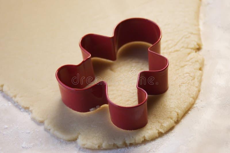 Coupeur de biscuit et pâte de biscuit image libre de droits