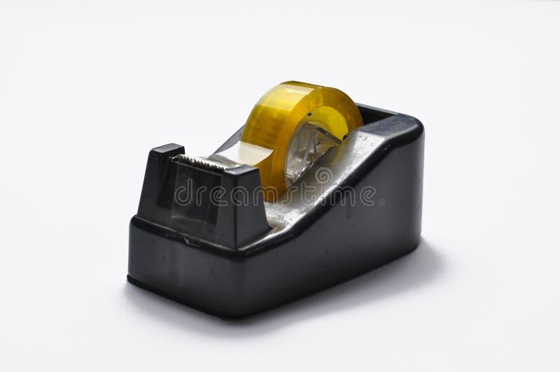 Coupeur noir de distributeur de bande de papeterie de bureau d'isolement sur le fond blanc Coupeur de bande Copiez l'espace photographie stock libre de droits
