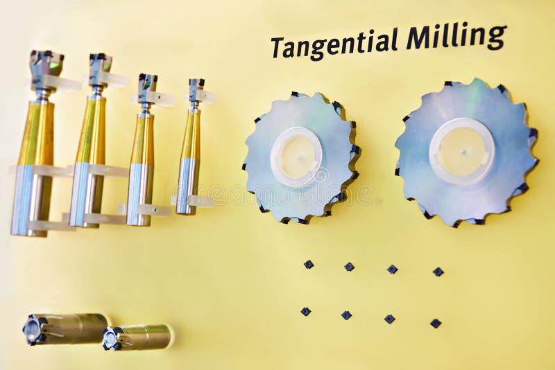Coupeurs de fraisage tangentiels pour le métal images libres de droits
