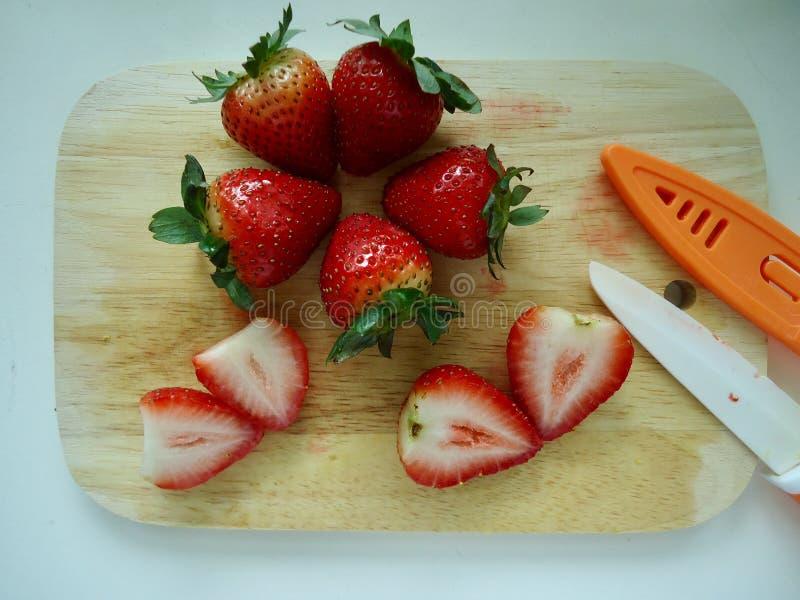 Coupez la fraise, morceau de fraise photographie stock libre de droits