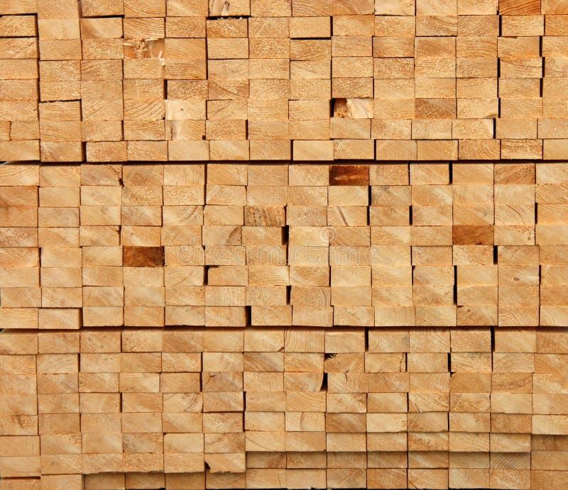 Coupez le bois de construction. images libres de droits