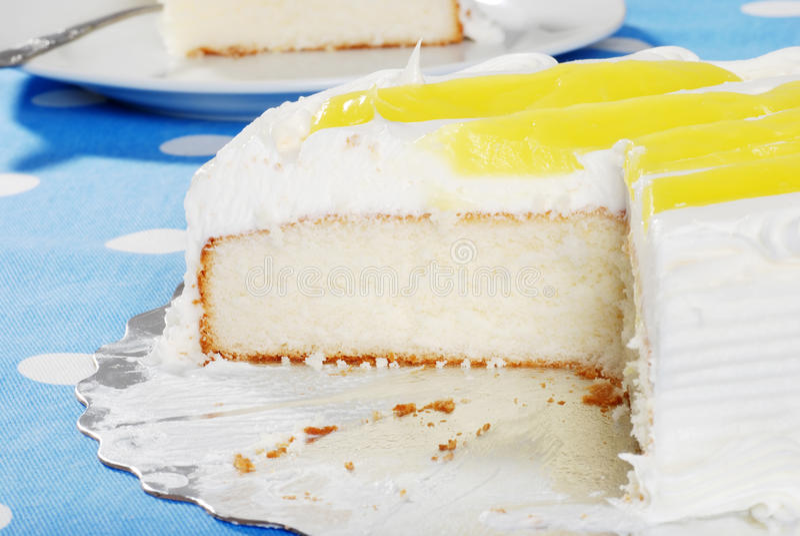 Coupez le gâteau de citron de vanille photos stock