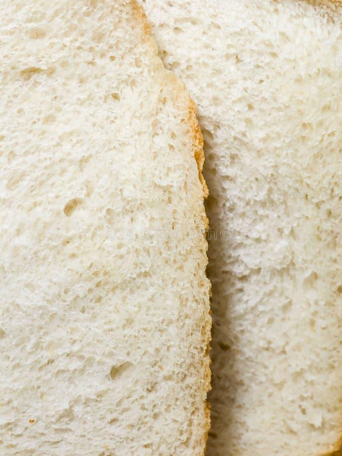 Coupez le pain frais Miette de pain blanc images stock