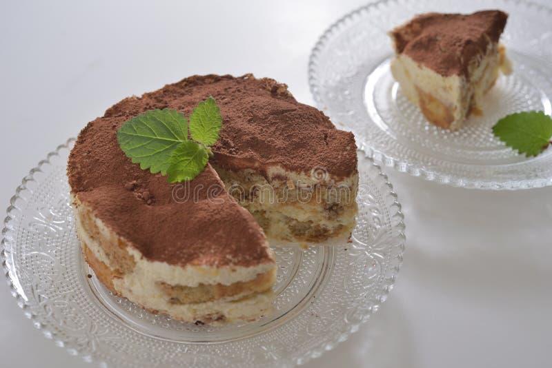 Coupez le pudding de tiramisu de gâteau photo libre de droits