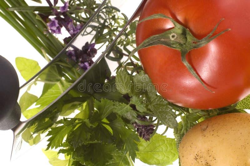 Coupez les herbes et les légumes frais photographie stock