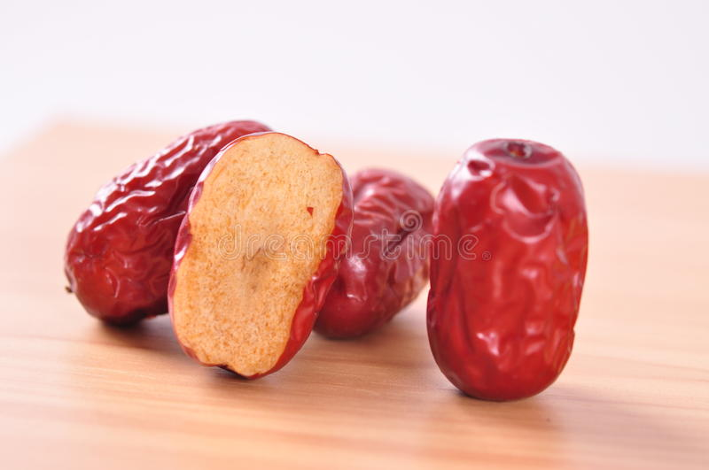 Coupez les jujubes surface-rouges photos stock