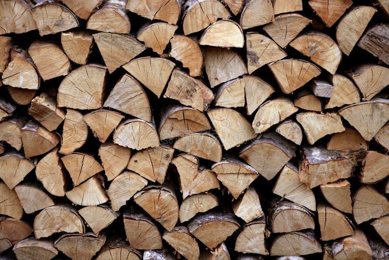 Coupez les logarithmes naturels de pile de bois de chauffage comme configuration image stock