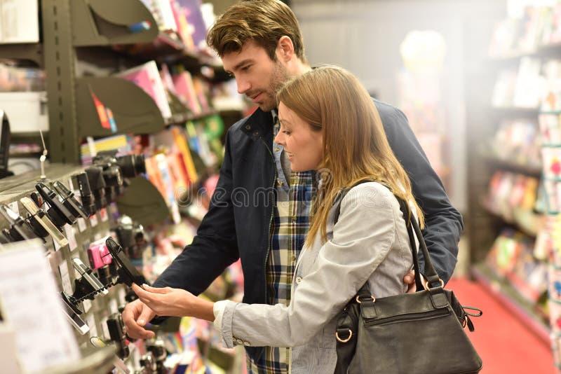 Couple buying smarttphone royalty free stock image