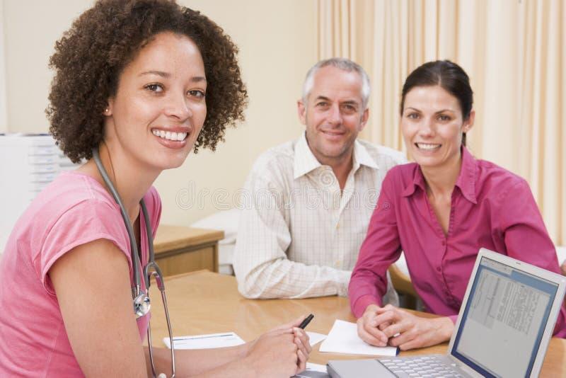couple doctor laptop office s στοκ φωτογραφία