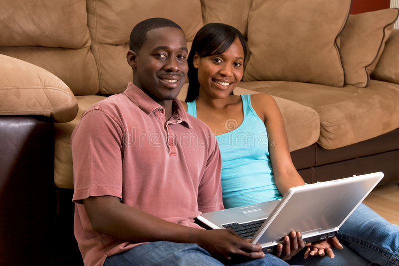 couple floor horizontal laptop στοκ εικόνα με δικαίωμα ελεύθερης χρήσης
