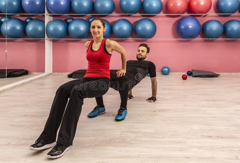Couple in the Gym lizenzfreies stockfoto