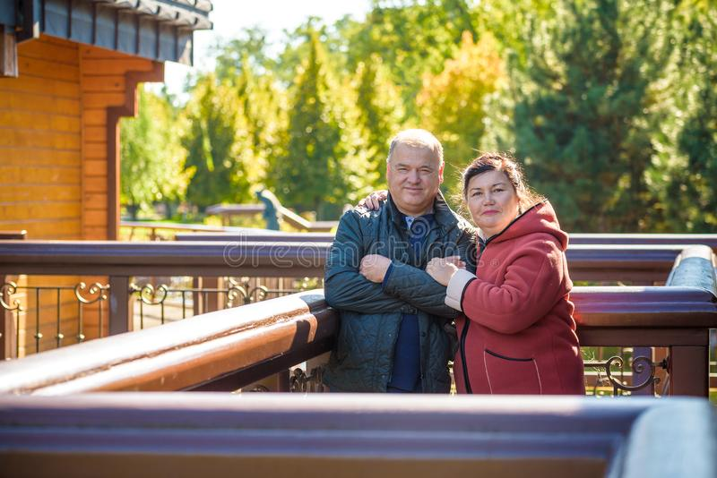 couple happy love senior Πάρκο υπαίθρια στοκ εικόνες