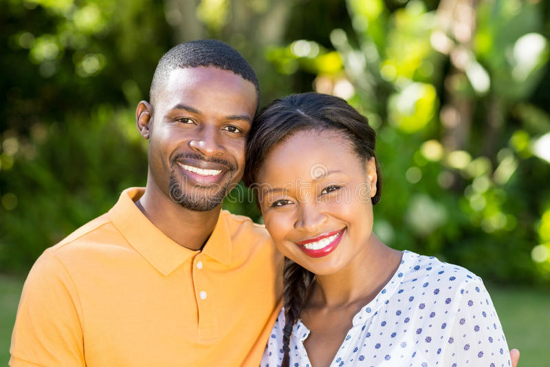 couple happy posing together ελεύθερη απεικόνιση δικαιώματος