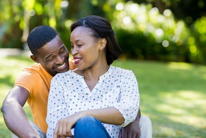 couple happy posing together στοκ εικόνα με δικαίωμα ελεύθερης χρήσης