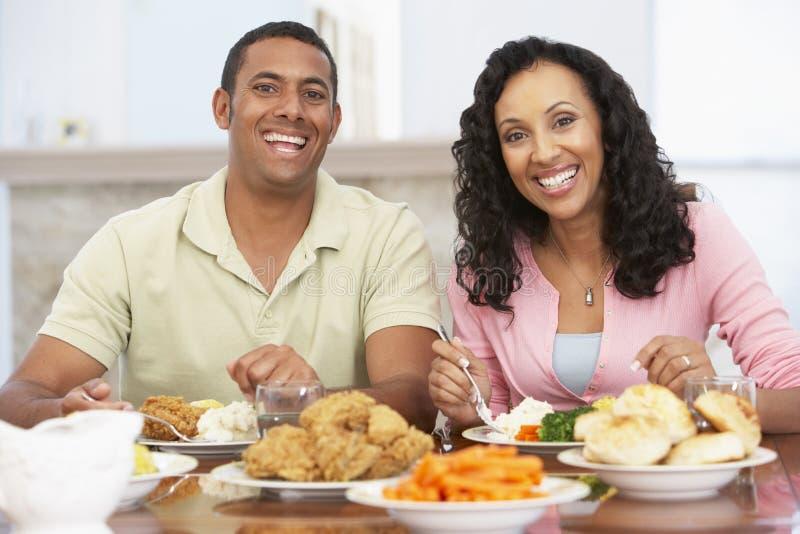 couple having home lunch στοκ εικόνα με δικαίωμα ελεύθερης χρήσης