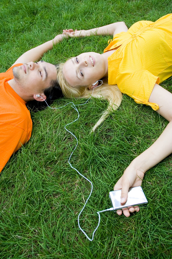Free Couple Listening To MP3 Player Royalty Free Stock Image - 5989676
