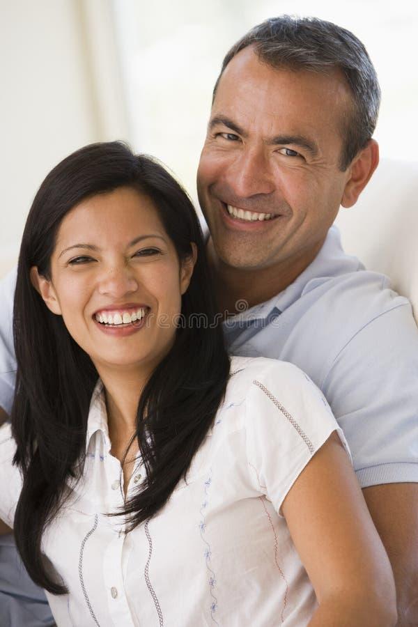couple living room smiling στοκ φωτογραφίες