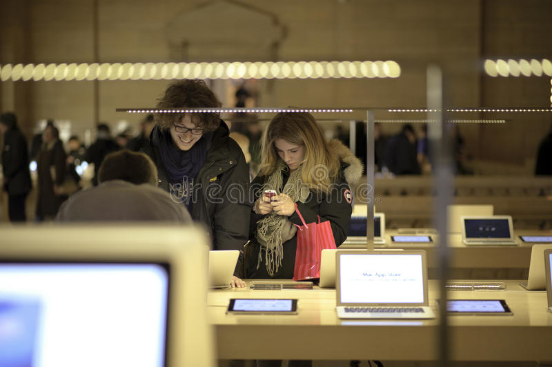 Couple looking at the apple store royalty free stock image