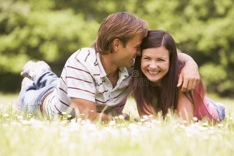 couple lying outdoors smiling στοκ εικόνες