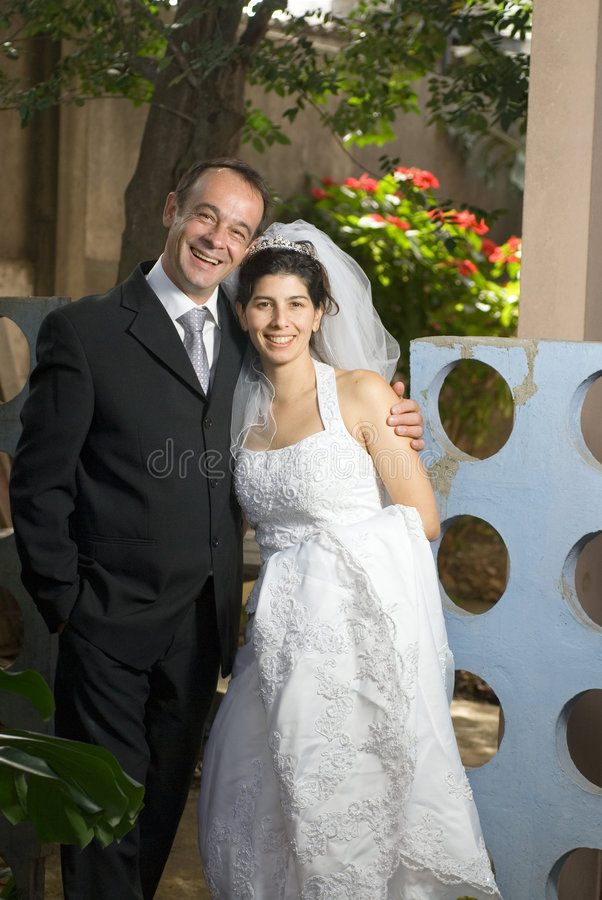 couple married newly smiling vertical στοκ εικόνες