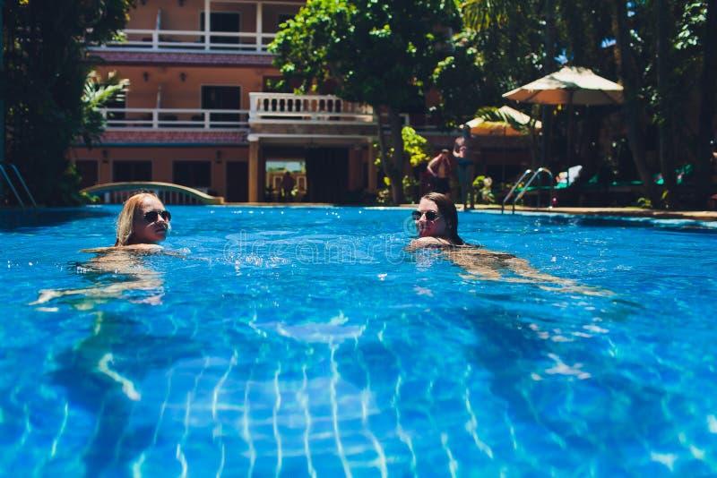 Pool Der Ebenholz Lesben Peace and
