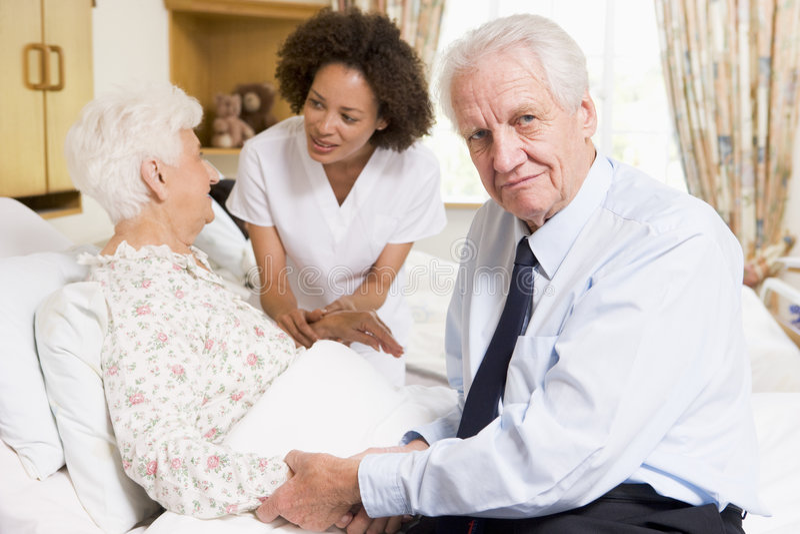 couple nurse senior talking to στοκ φωτογραφίες